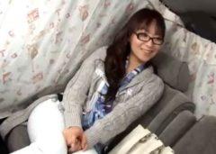 メガネが似合う人妻を車内でやりたい放題